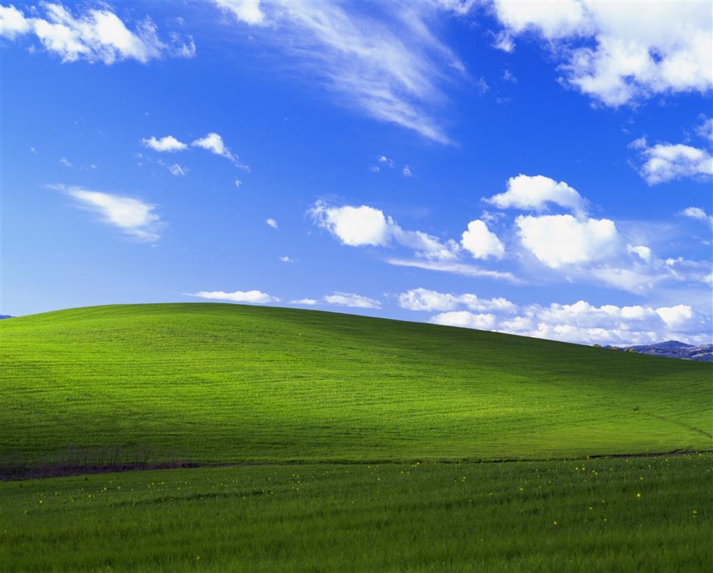 #軽く自己紹介  #WindowsXP 世代なので、 #Windows10 でもこの背景を使用...