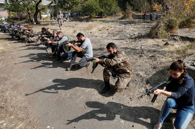 With ropes and wooden guns, returning Armenians train for war https://t.co/sGeRJg1QZU https://t.co/uzwVTDd67U