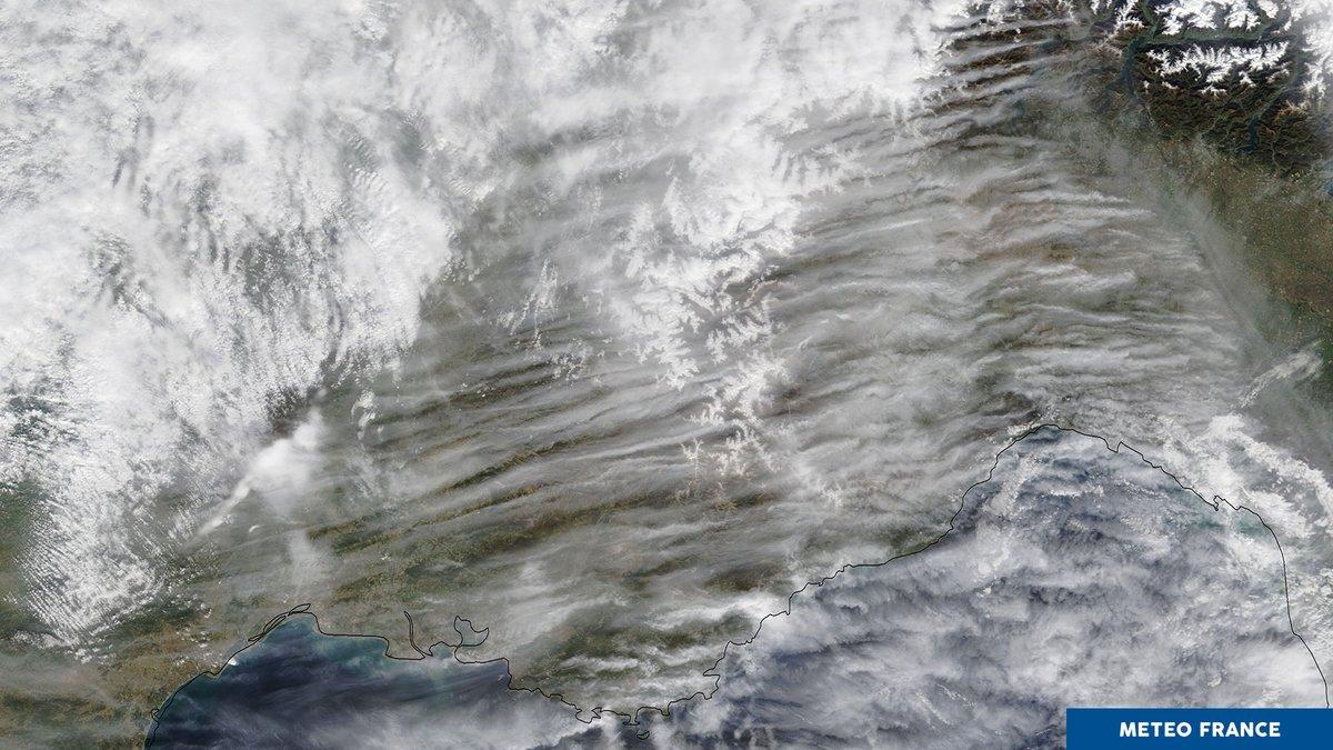 🛰️ Vu de lespace || Dinnombrables filaments nuageux ont envahi le ciel du sud-est de la France. Le vent de nord-est rencontre les versants exposés au nord du massif des Alpes ⬇️ 📸 TERRA, 29/10, 10h41 UTC