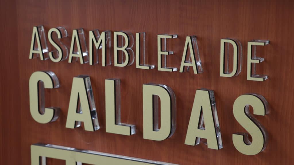 En la @asambleacaldas el gerente de la entidad @JuanLondono80 da a conocer el avance de los proyectos a los caldenses. @GoberCaldas @LuisCarlosGober @AsoinfisOficial   https://t.co/rf30f6JmOF https://t.co/D52T9BXyw0