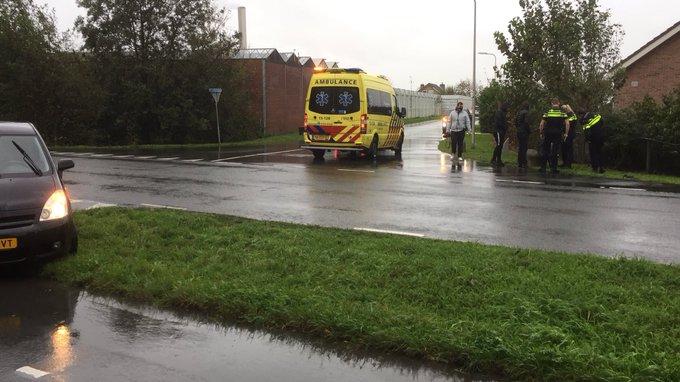 Ongeluk auto/fietsster aan de Casembrootlaan/Madeweg Monster. Fietsster wordt nagekeken in de ambulance. https://t.co/LX4ddbYcRq