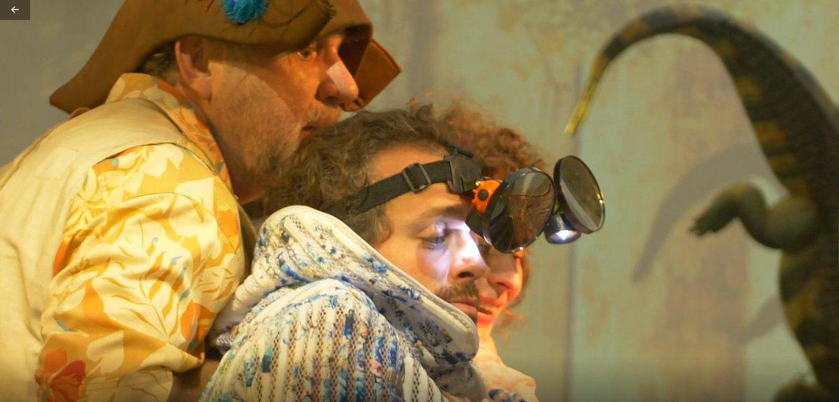 """🙃To nie jest napad! Piotruś Pan i Kapitan Hak w krakowskim oddziale @nbppl przy u. Basztowej 20. 💰Artyści Teatru im. Juliusza Słowackiego prezentują tam swoją nową propozycję #teatr.alną w ramach projektu """"Bank opowieści""""🙂 #edukacja #kultura # => https://t.co/gkSkGKK4Zk https://t.co/SsRDMQziIG"""