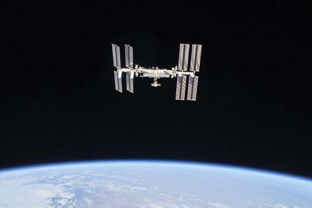 Today at 3pm ET: Watch with us as the Expedition 1 crew — the very first mission to the @Space_Station — sits down with the @SpaceFoundation to discuss what was it like to live and work aboard our orbiting laboratory 20 years ago: nasa.gov/live #SpaceStation20th