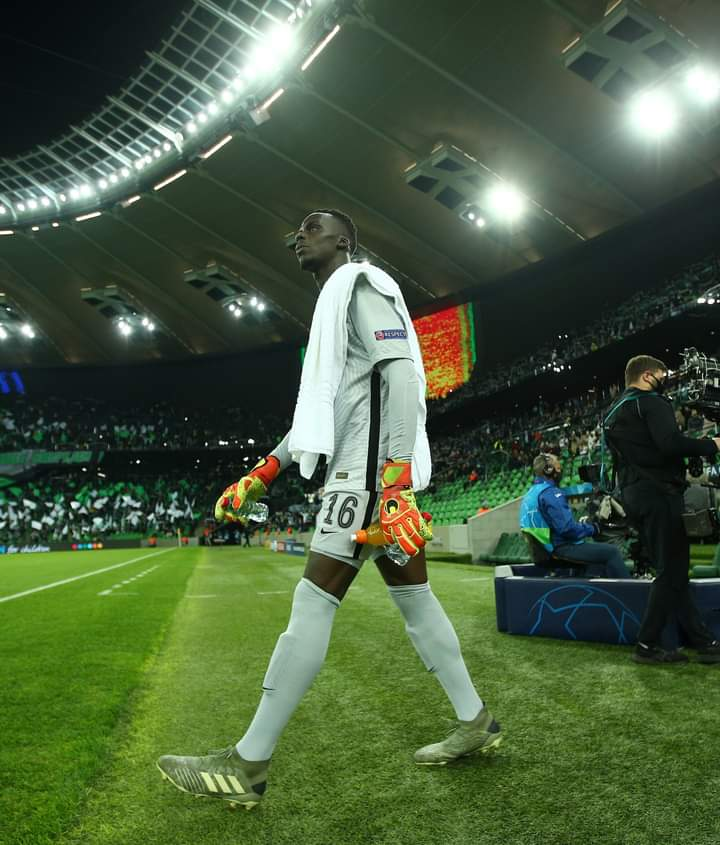 #Mendy just made goal keeping seem #EASY and #FUN. To me he's the best thing that has happened to Chelsea this season. No doubt he brought back composure and stability to that backline💪  However, let's STOP abusing #Kepa, he's still one of us😍 https://t.co/KBJrOaT5IS