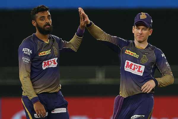 Chakravarthy has put down Curran off his own bowling.   He finishes spell with two wickets for just 20 runs. Brilliant!  #CSKvKKR  #IPL2020  LIVE https://t.co/XbBA4JnvQo https://t.co/5MaL1d55Yl