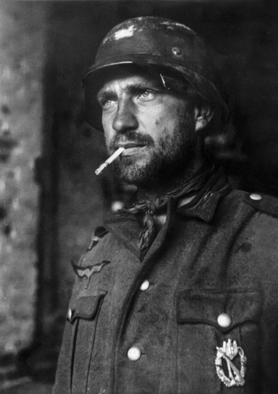 RT @WW2Facts: Portrait of a German soldier during the Battles of Stalingrad in November, 1942.  #History #WWII https://t.co/gmIWBCLUwH