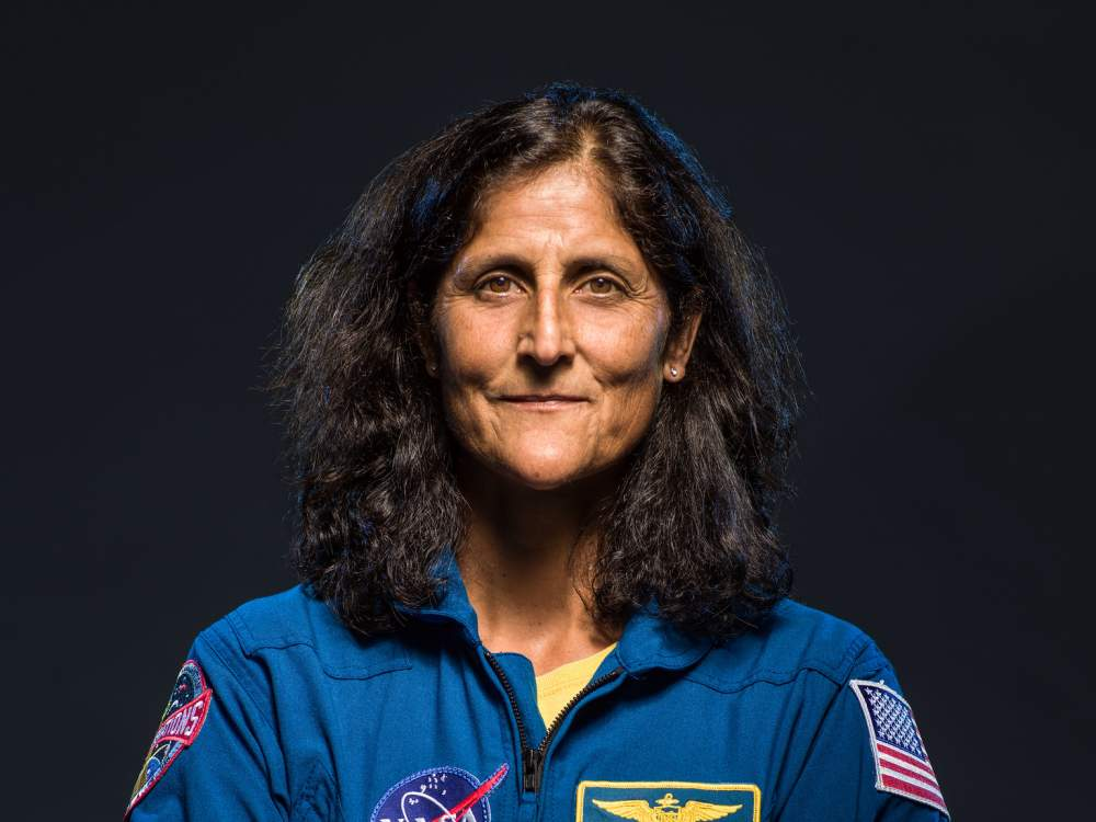Humans have lived in space aboard aboard the International Space Station continuously for the last 20 years. Join us for a virtual event with @NASAs @Astro_Suni on November 2, the #SpaceStation20th anniversary. Sign up to get a reminder: s.si.edu/37P5o3u
