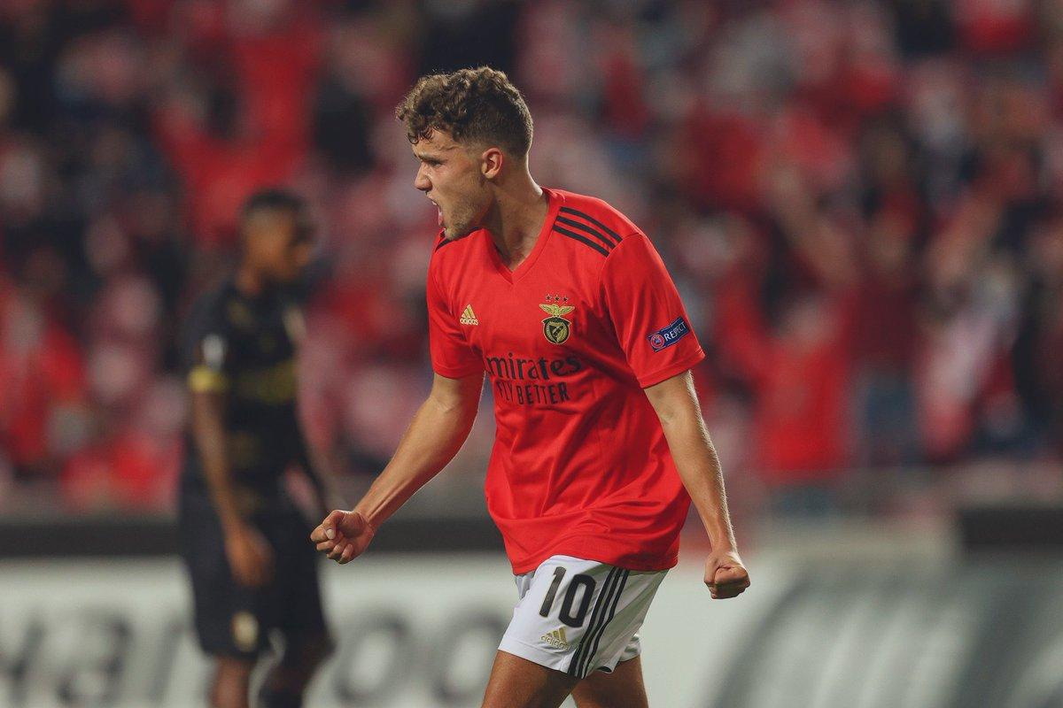 Lucas Waldschmidt (24|🇩🇪) con el #Benfica en la temporada 20/21:  •⚽️⚽️ vs. Famalicão. •✖️ vs. Moreirense. •✖️ vs. Farense. •⚽️⚽️ vs. Rio Ave. •✖️ vs. Lech Poznan. •🅰️ vs. Balenenses. •⚽️ vs. Standard Liege.  Relanzando su carrera en Lisboa. El alemán comienza a carburar. https://t.co/ij225iQxFo