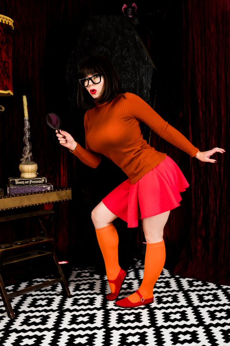 2 pic. Daphne or Velma? 🔍🎃👻  I had so much fun playing Velma for a spooky Halloween set for my patr0ns
