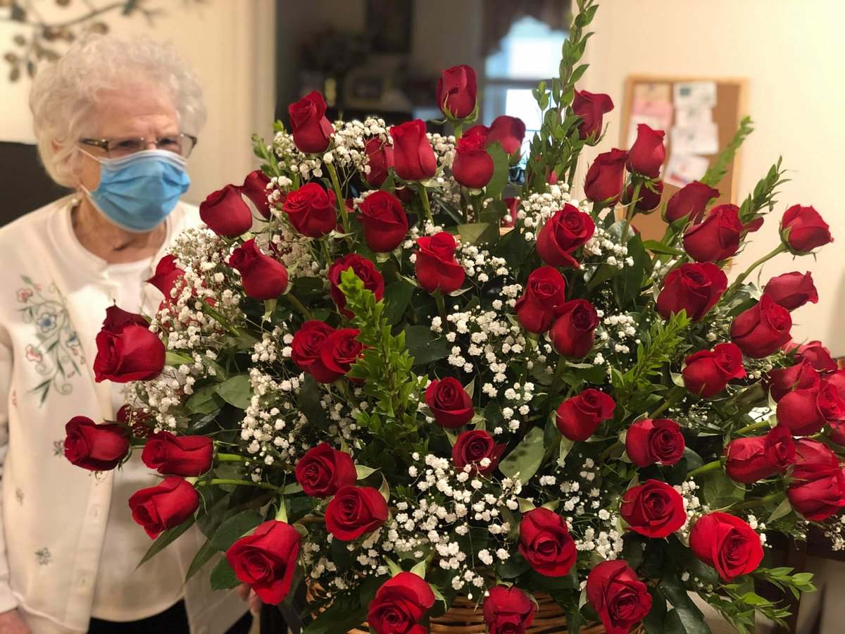 🌹 At the York campus, Velma turned 99 and her amazing brother sent her 99 long-stemmed roses. 🌹  Happy Birthday to our dear Velma!  #99yearsold #birthday #seniorliving