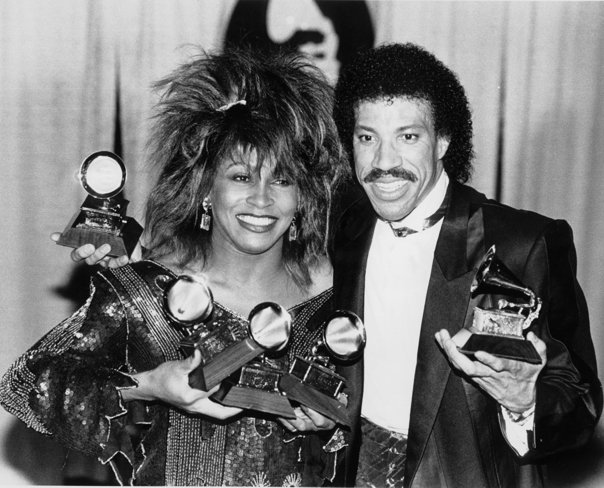 A candid moment with two music icons backstage at the 27th #GRAMMYs in 1985 that won big that night––Tina Turner (@LoveTinaTurner) and @LionelRichie. #GRAMMYVault