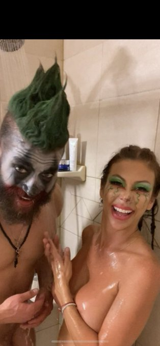 Washing off our Spooky Sexy time make up. @alexisfawx #XedTalk  https://t.co/OaLsyQ3cwM https://t.co