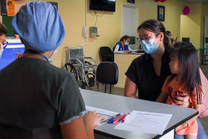 APrefeitura de Manaus manterá as ações da Campanha contra a Poliomielite e de Multivacinação durante o feriado prolongado, que inicia nesta sexta-feira, 30/10, pela passagem do Dia do Servidor Público Municipal, e vai até a segunda-feira, 2/11, Dia  #Campa https://t.co/o29mqLtElP https://t.co/RGaZQk4Sch