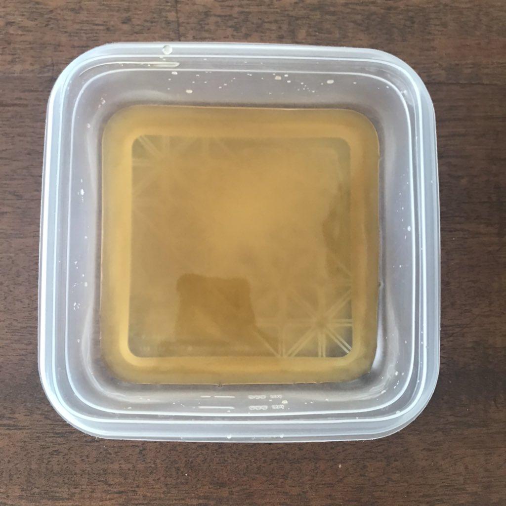 ③耐熱容器に[片栗粉小さじ1、麺つゆ(濃縮2倍)大さじ2、水大さじ4]をよく混ぜラップ無し1分チン。ヘラでよく混ぜ再び1分チン。とろみがついたら②にかける★濃縮3倍なら約大さじ1と1/2★餡は染み込むんで食べる直前に★じゃが芋、さつま芋、里芋でも美味!詳しくは
