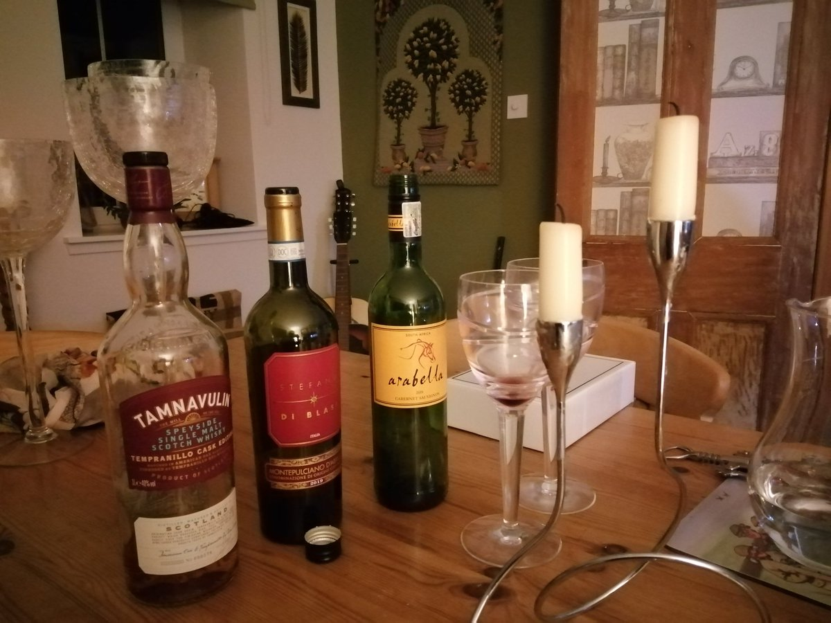 Oops! #thursdayscount #qualitytime #redwine #scotch https://t.co/RhbfZAlgd2