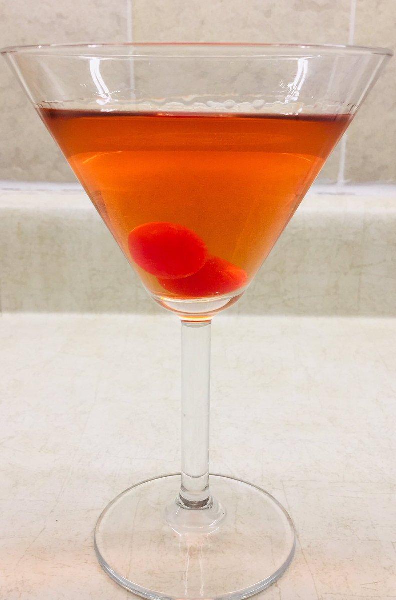 Recreating a random drink I used to make, many moons ago🍹🤞😆 #nothalfbad #mixology #AmateurHour #martini #Nostalgia #ThursdayFeeling #ThrowbackThursday #Tbt #Autumn2020 https://t.co/73nCPUTuSG