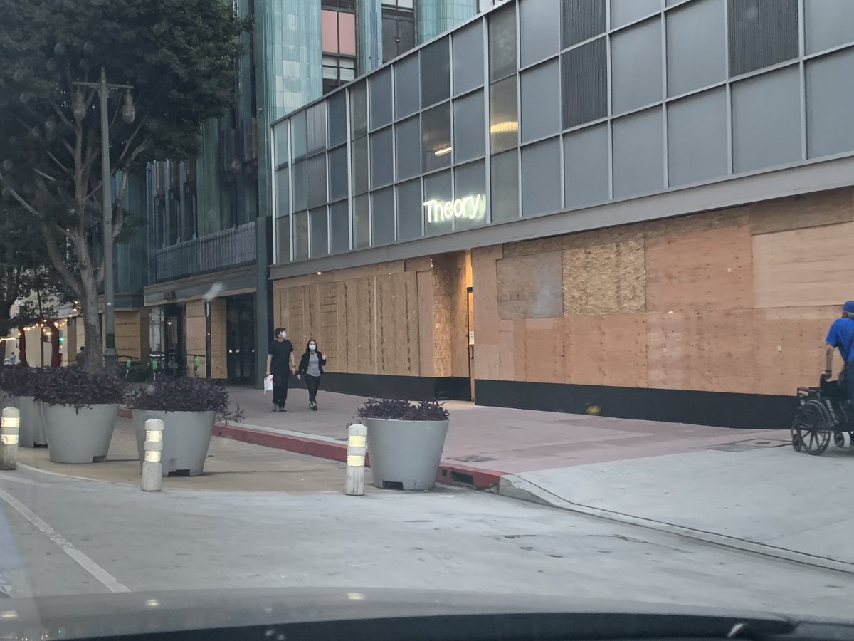 In the #LosAngeles San Fernando Valley, Studio City area, a few business owners on Ventura Blvd—whose shops boarded up during the #GeorgeFloyd riots & are currently struggling with #Covid19—are boarding up AGAIN for fear of anti-#Trump election night violence. What a nightmare.