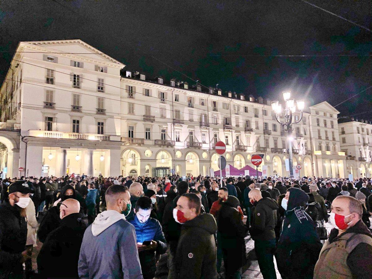 No al #dpcm ammazzaItalia, no a un nuovo #lockdown, tutti in piazza! #MascherineTricolori https://t.co/FmlB1TwPyO