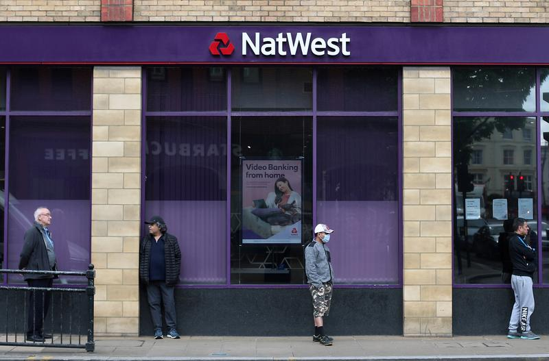 NatWest swings to profit as pandemic loan charges fall https://t.co/h647jiVGzk https://t.co/9A5avWmTW6
