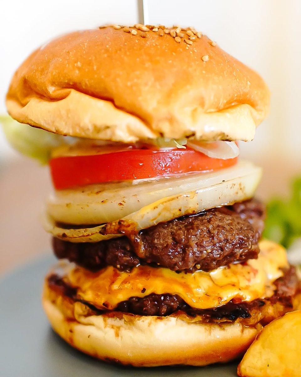 Chillでハンバーガーを。飛騨牛のパティが最高に美味い。 Chillバーガーにチーズ、パティをオン #Foodie #gifu_gourmet #delicious #yummy  #美味しい #美味  #グルメ #gourmet #写真好きな人と繋がりたい #ハンバーガー #humberger #tajimihot #多治見  #chill   #ファインダー越しの私の世界 https://t.co/VyoV9EHjTH