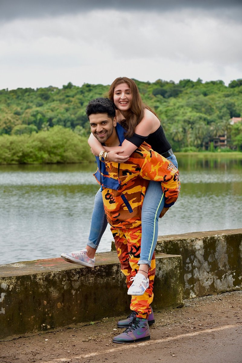 @TSeries @GuruOfficial @dhvanivinod @officialvee @remodsouza Wow love this song amazing #Babygirl super behid the scean amazing @dhvanivinod @GuruOfficial all the best hit song.. https://t.co/1uvsSt2nTj