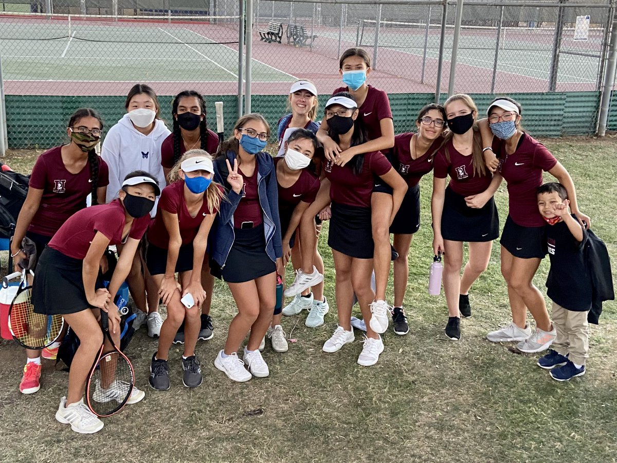 Congrats to these girls, who are outstanding on & off the court! They wrapped up their season today with a 9-0 win over Xavier, to finish 11-1 overall and win their 10th match in a row! 2nd to none, Go Huskies! 🎾😁 #HuskyProud #Hamilton #Tennis #Team #FreshmenRule #ClassOf2024 https://t.co/ilpkrEE3wB