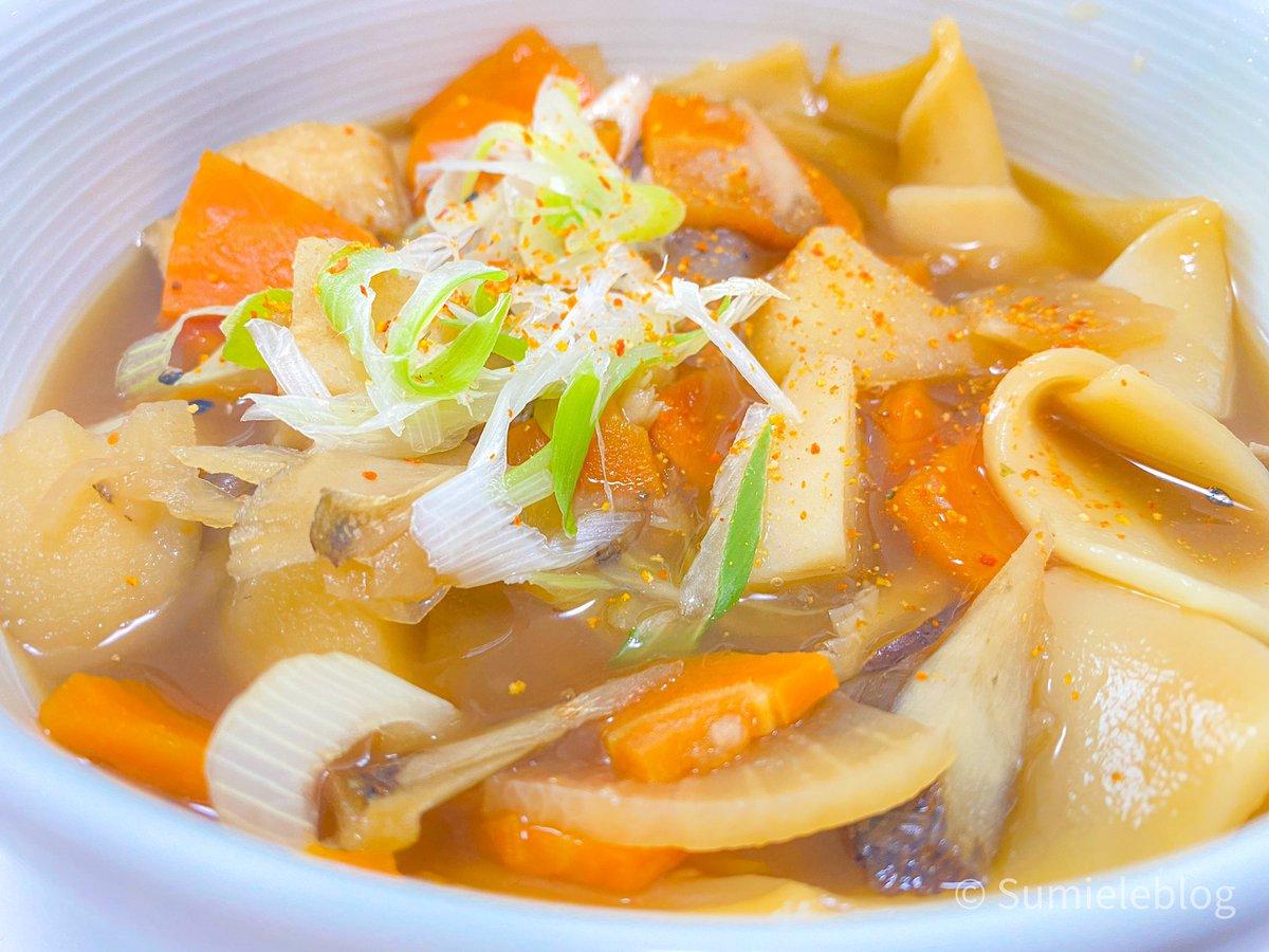 お昼ごはんは、#ほうとう  #房州煮ぼうとう  これぞ故郷の味(ちがうけど)。 山菜とうどんとワンタンの間のような平たい麺がまた満足感マシマシですな🥳んーまいです!  #美味しい #ほうとう #山菜 #食スタグラム #ランチ #昼ごはん #japanesefood #delicious #phe #menstagram #tastegreat https://t.co/PlmC1ArarB