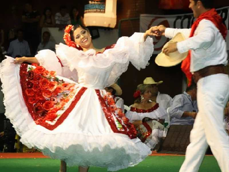 Bambuco is a dance & music genre popular in the Andean region of Colombia that is a fusion between Spanish and indigenous styles thought to have African roots as well.  📷 Gotok Music #Afrocolombia #Colombia #Bambuco #Dance #Music https://t.co/4rhJBiAMcK
