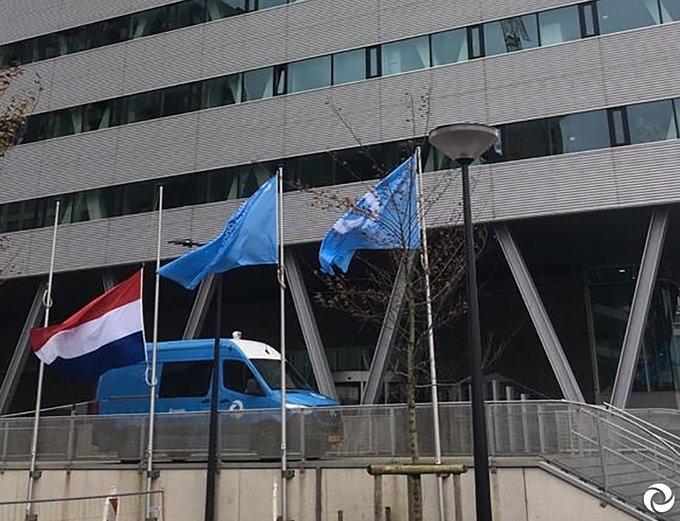 Vanwege de aanslag gisteren in Nice hangt vandaag onze nationale vlag halfstok. Onze gedachten zijn bij de slachtoffers en hun nabestaanden. #Nice
