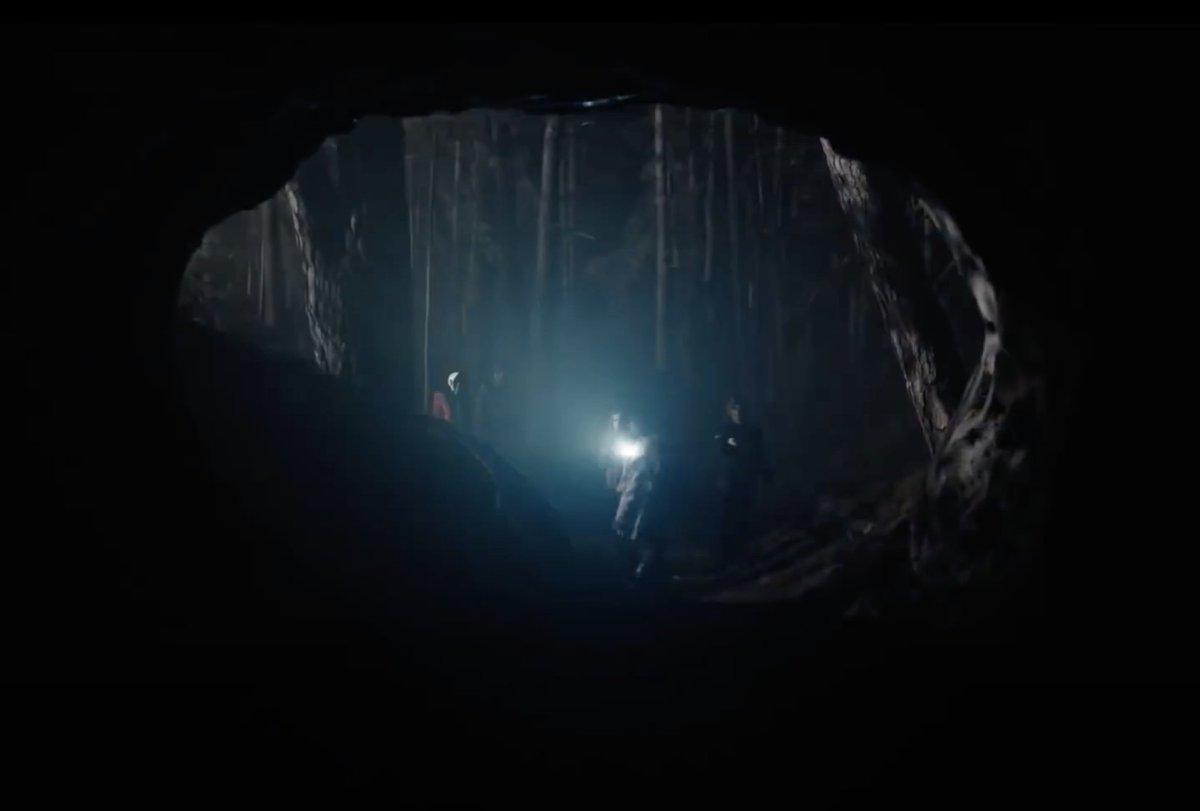 """Je regarde la série """"Dark"""" de @NetflixFR et franchement  je suis bien accroc. Et cinématographiquement c'est vraiment magnifique, rien à dire. https://t.co/axl8ZbxuXf"""