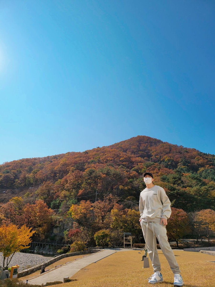 Replying to @BTS_twt: 가을 🍂🍁