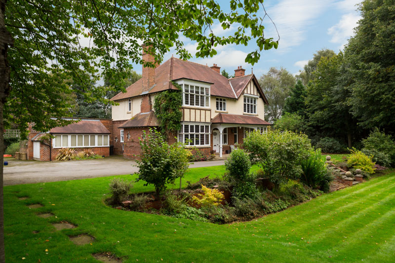 Absolutely superb York family house showcasing the best of Edwardian interior architecture and set amidst wonderful gardens & grounds - £1,250,000 bit.ly/37VwAxt #TheKnoll #Yorkhouse #familyhouse #forsale #gardens #Edwardian #Yorkagent #Rowntree @propertywords