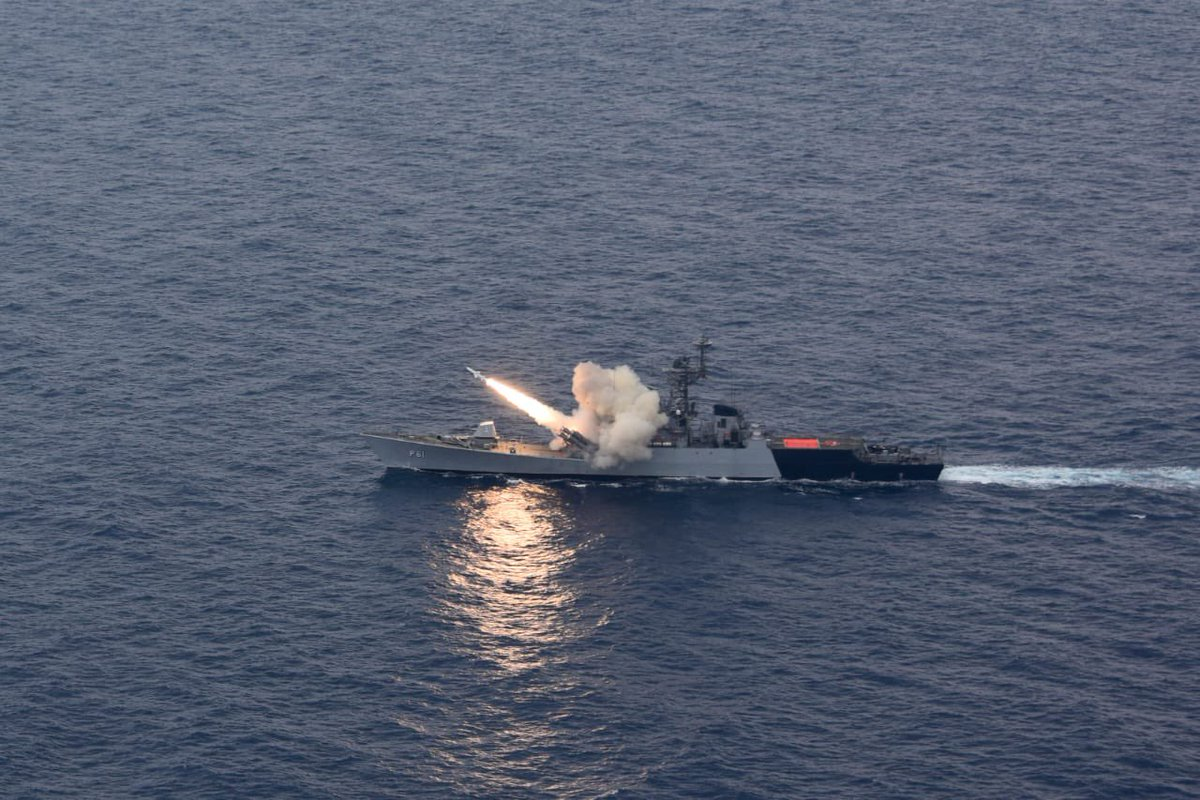 JUST IN: Anti Ship Missile fired by Indian Navy's Guided Missile Corvette INS Kora hits the target at max range with precise accuracy in Bay of Bengal. Target ship severely damaged & in flames. https://t.co/ibxJrUg4xn