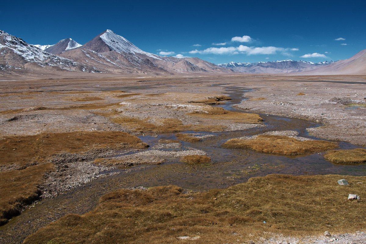 #写真で振り返るうぉるとの世界一周 2017年9月27日-10月2日 タジキスタンーパミール  パミール4日目、カラクール湖からムルガブに移動した所で風邪。寒いせいか標高が高い(3,600m)せいか2晩寝ても熱が下がらず、フラフラ状態で逃げるようにホーログへ移動、ぼくのパミールは終了。いつかリベンジしたい https://t.co/acYw7c7ja1