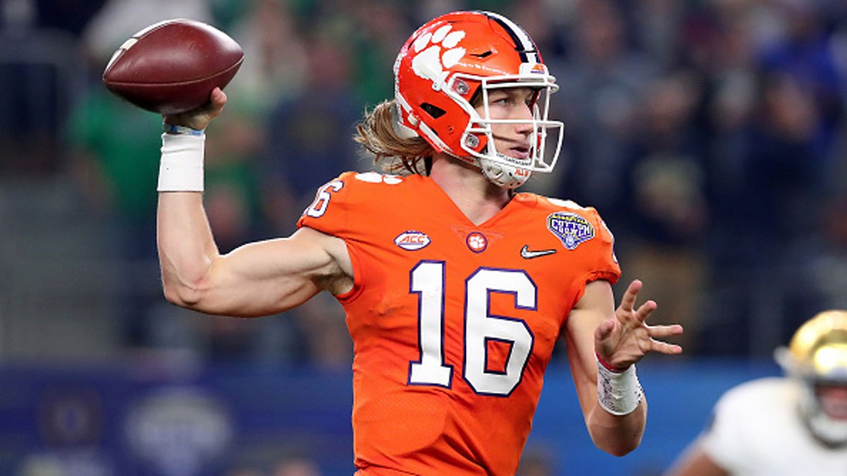 🏈 Clemson quarterback Trevor Lawrence has tested positive for the coronavirus, putting into doubt whether the face of college football will be available to play the top-ranked Tigers' biggest game of the season. https://t.co/Aq9RKEoLp6 https://t.co/p0qtkWAtXQ
