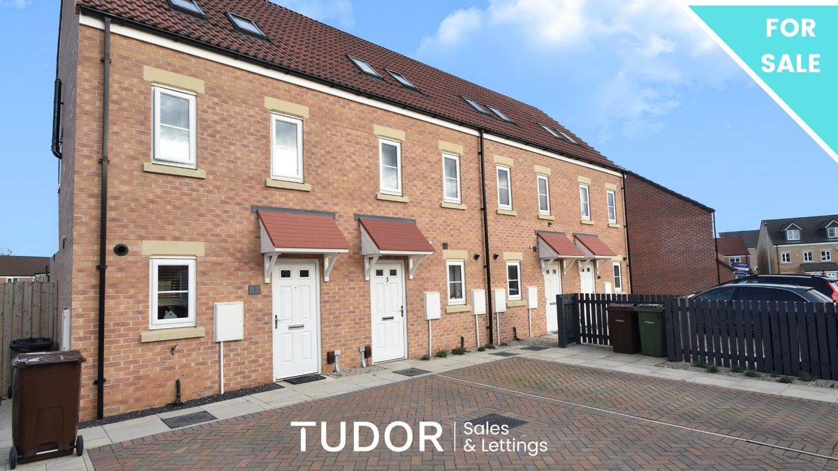 ***NEW INSTRUCTION***FOR SALE***£150,000***LARCH AVENUE, CASTLEFORD***Brought to the market for sale is this contemporary three bedroom end townhouse. See more here: https://t.co/g2oGR0KZNk  #propertyforsale #townhouse #castleford https://t.co/fOW9ooByx2