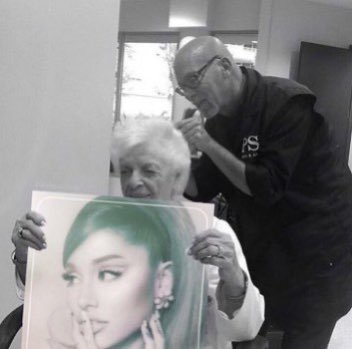 @ArianaGrande WE LOVE U