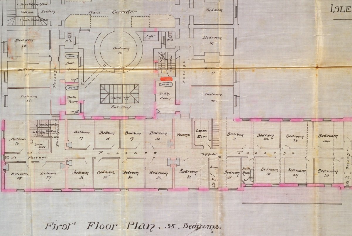 2) A number of ghost stories are attached to the historic Castle Mona Hotel. Room 17, which you can see on this 1890s Douglas Borough Council plan, is reputedly haunted by an ill-tempered old man who would lock guests in their rooms! #HopTuNaa #IsleofMan #exploreyourarchive 👻 https://t.co/qzozS9XzhU