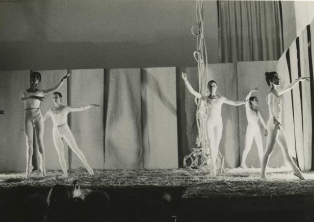 #DANSA El @cdmae_it incorpora el fons de la ballarina de dansa clàssica i coreògrafa d'avantguarda Consol Villaubí, fundadora del Ballet Experimental de l'Eixample de Barcelona 👉 https://t.co/NVJ5skps1g https://t.co/nRnYmA3nxh