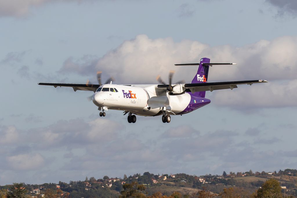 We proudly celebrate the completion of painting this purple beauty, our new freighter- ATR 72-600F for FedEx #ATR #ATR72 #ATR42 #AvGeek https://t.co/gqCkp3DFSg