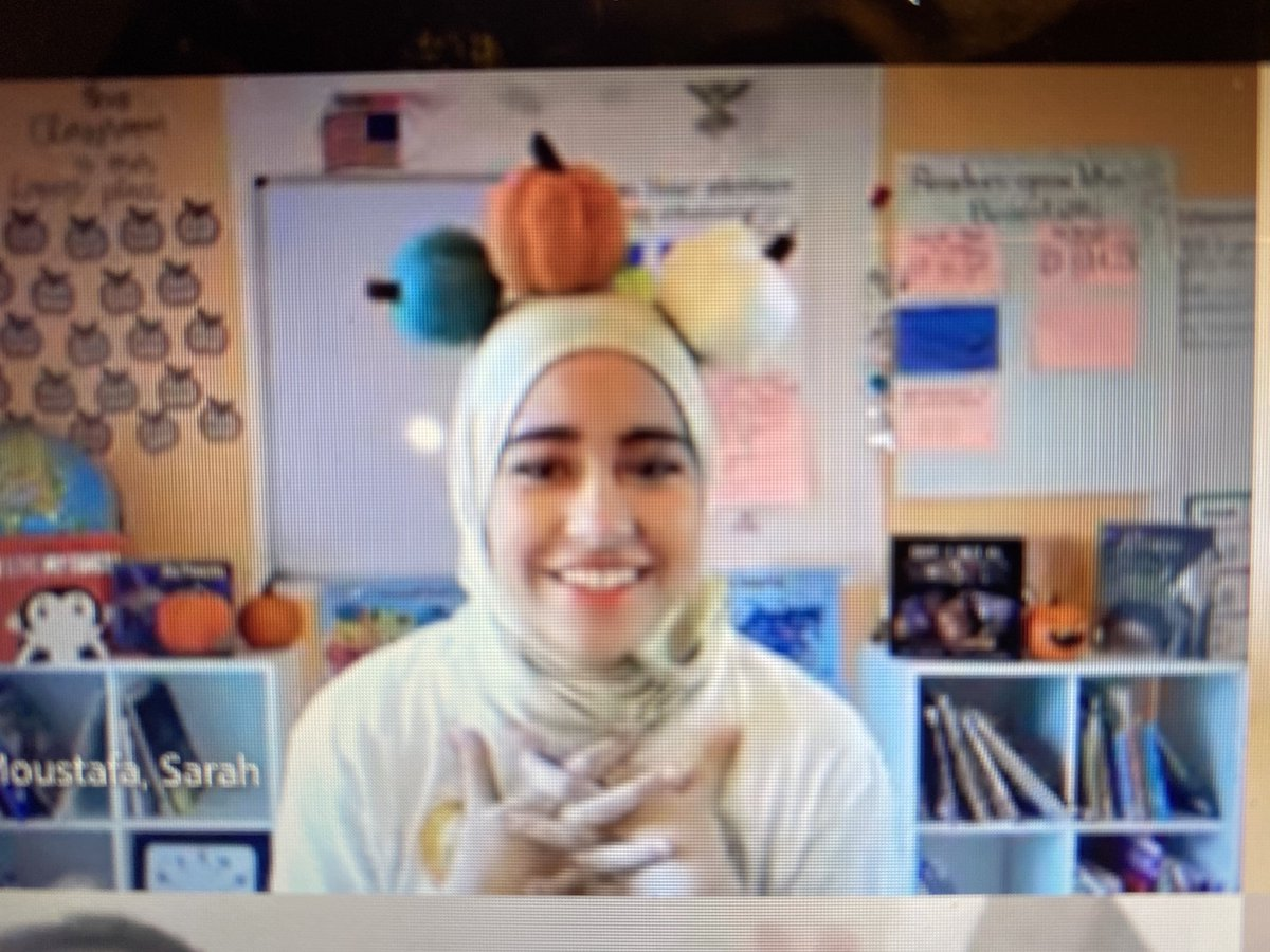 How many pumpkins do you see ? Ms Moustafa's opening question for  her class ⁦<a target='_blank' href='http://twitter.com/GlebeAPS'>@GlebeAPS</a>⁩ ⁦<a target='_blank' href='http://twitter.com/APSMath'>@APSMath</a>⁩  (6) <a target='_blank' href='https://t.co/eIQl0qAuMx'>https://t.co/eIQl0qAuMx</a>