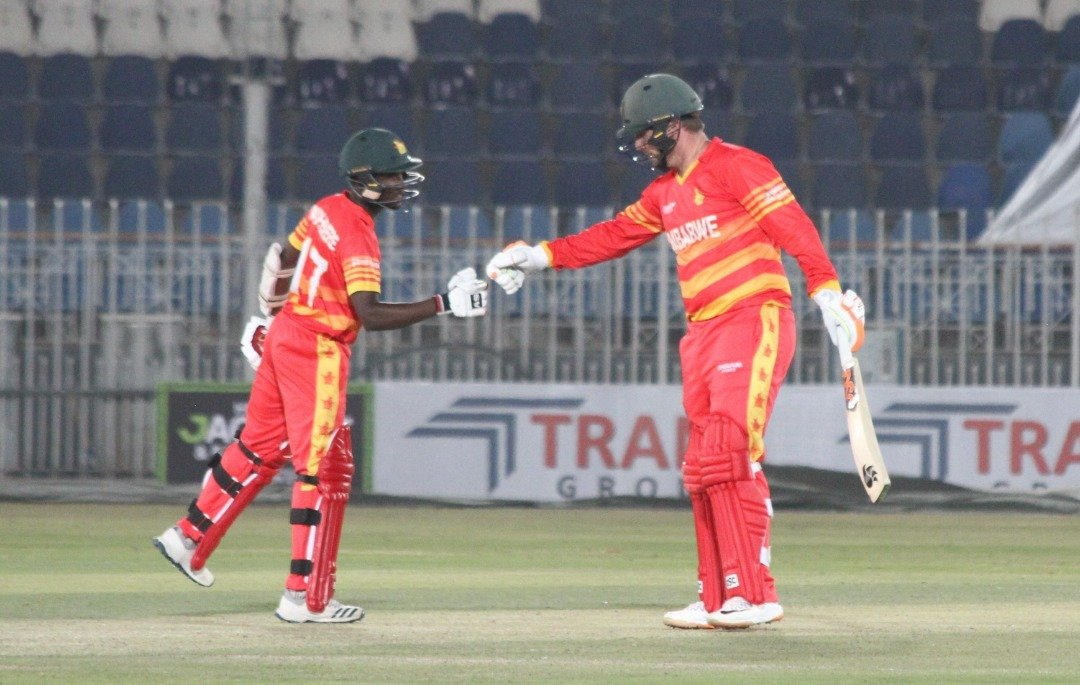 🇿🇼are 187-4 after 39 overs (Brendan Taylor 89*, Wesley Madhevere 30*) need 95 runs from 66 balls with 6 wickets in hand #1stODI | #PAKvZIM | #VisitZimbabwe | #ICCSuperLeague | #BowlOutCovid19