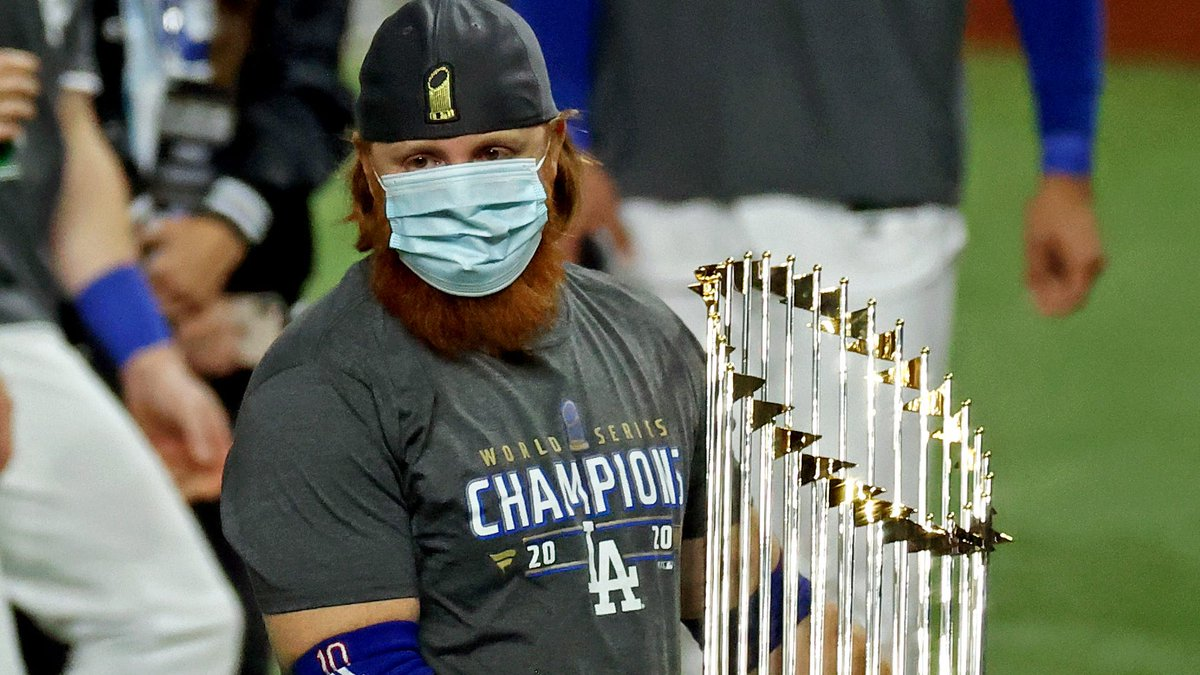 #MLB has began an investigation into a possible #COVID19 protocol violation by #Dodgers 3B Justin Turner during the team's #WorldSeries celebration following Game 6 https://t.co/hniMpCyCSv