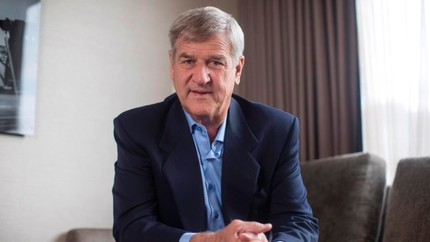 Bobby Orr endorses Donald Trump in Presidential election.   MORE: https://t.co/NrU2ur9N0q https://t.co/4WZSDp2lOd