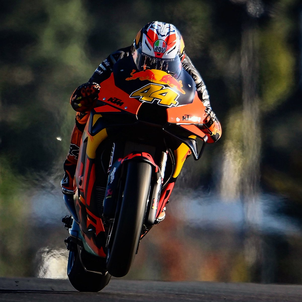 Autumnal light in Le Mans highlights Pol Espargaro on the KTM and with no heat haze at this time of year.  #motogp #frenchgp #lemans @polespargaro @KTM_Racing @nikonproeurope #nikon #d6 #polespargaro #ktm #redbull https://t.co/UmkhEwwzoh
