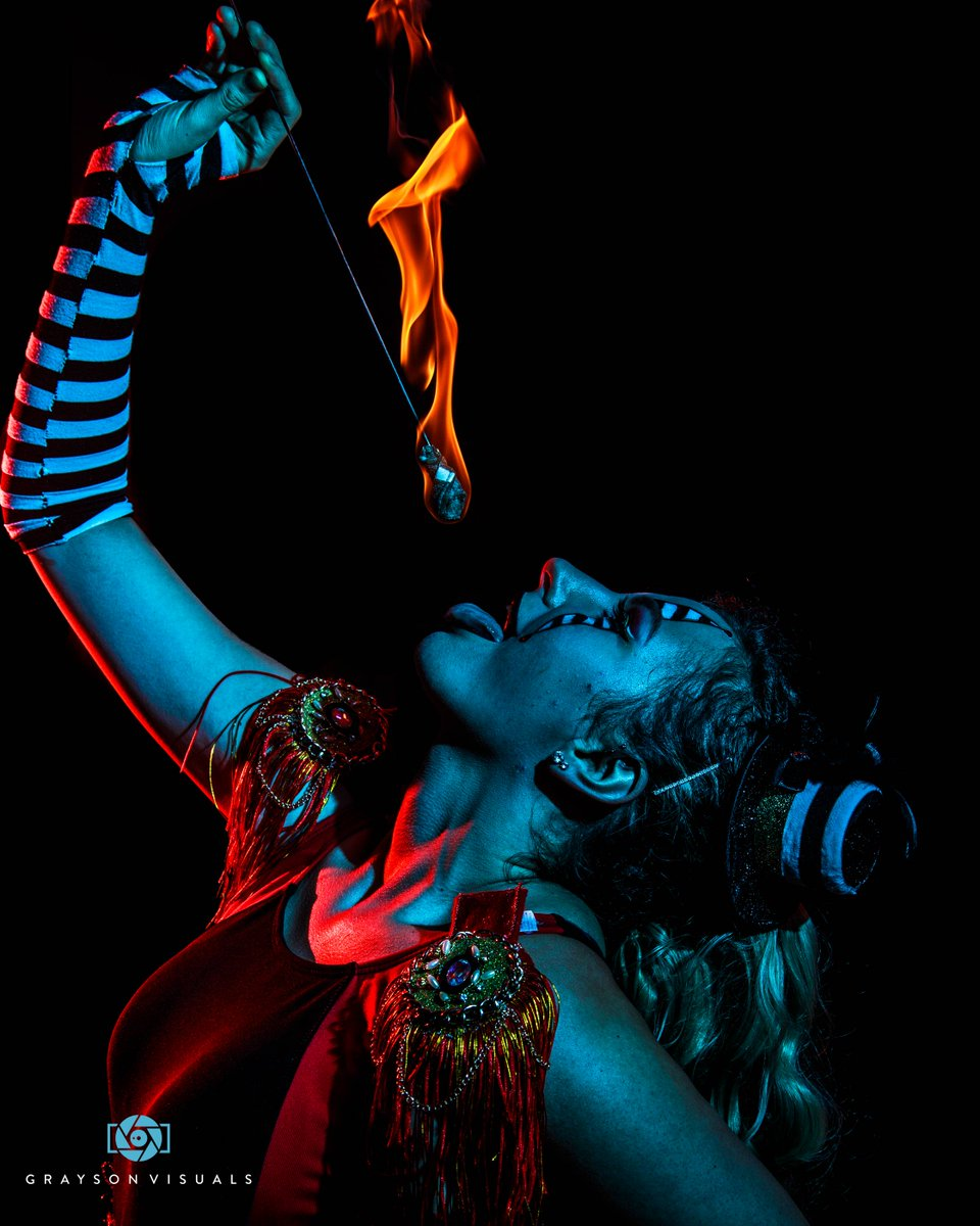 You've heard bring the rain. Now it's time to bring the flame 🔥 Because @dreamweaverartss is a dragon! 🐉 .  #model #photoshoot #vancouver #yvr #costume #photographer #halloween  #sequins #dancers #dance #flowartists #flowarts #flowartist #makeup  #models #fire #pyro  #fireeater https://t.co/rGQ7qxY93G