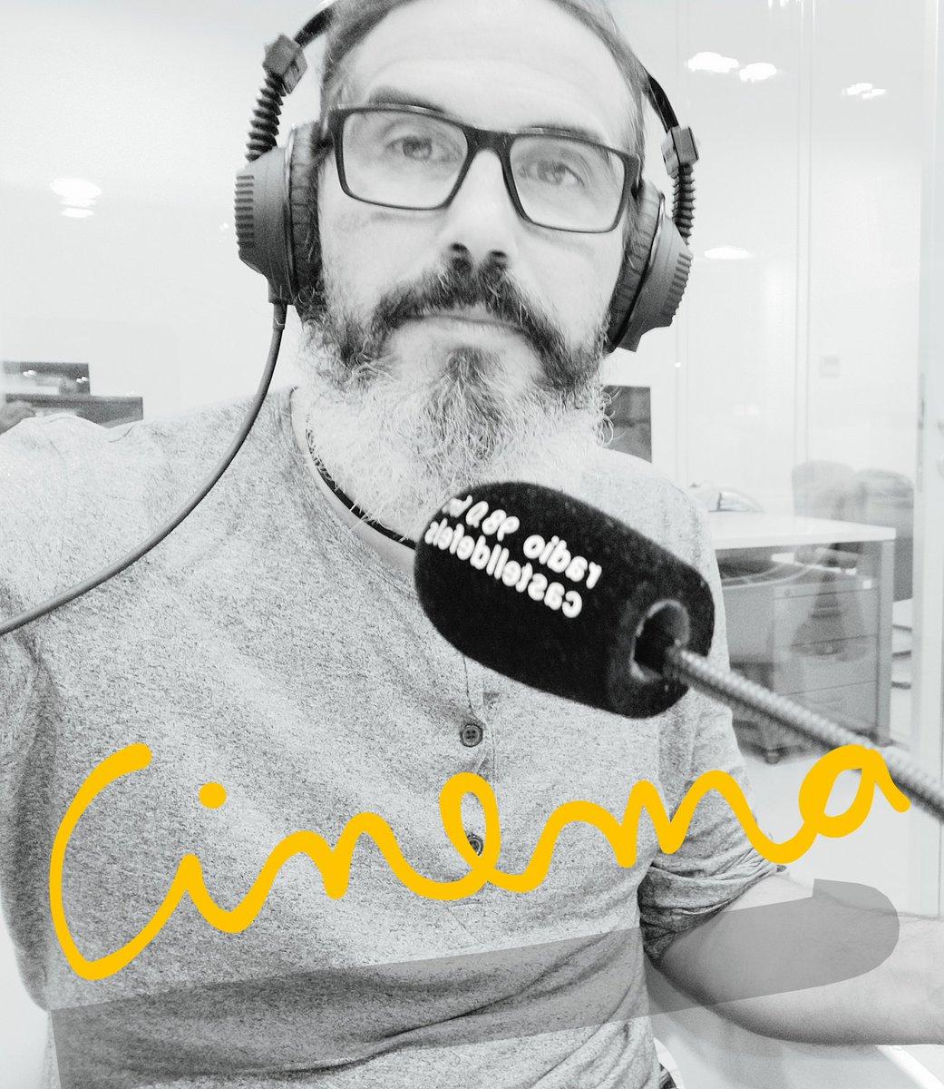 """Amb les sales de cinema tancades """"Fuera de Campo"""" continua #OnAir A @RadioCastelldef tots els divendres de 20 a 21h. #radio #cinema https://t.co/BdDyAX9rWF"""