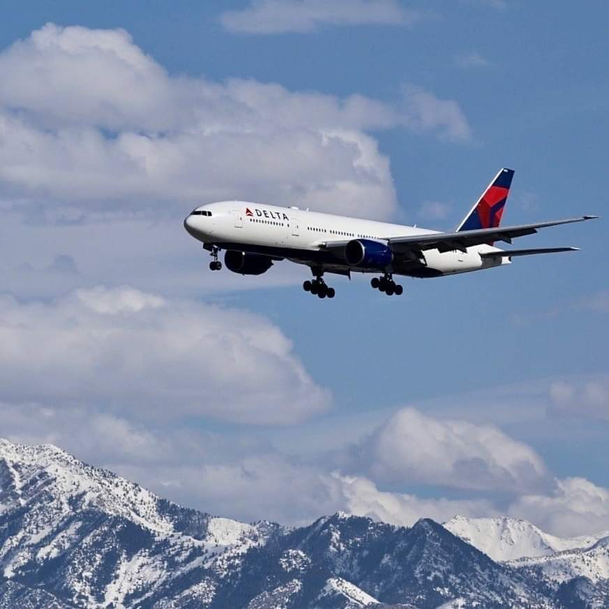 On Saturday, Flight #DL8777 will mark the end of the 777 era for #Delta. The flight from New York-JFK-Los Angeles will include special announcements and onboard treats for customers and aviation enthusiasts. 📷 ©Delta #boeing #B777 #aviation #avgeek #avgeeks #flights #travel https://t.co/c6nQ9QrOwn