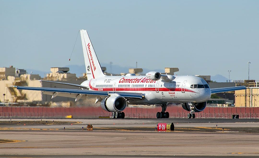 """""""Honeywell 757"""" returns to @PHXSkyHarbor yesterday after a 5+ hour long test flight. PHX's resident #Boeing 757 is used by @Honeywell_Aero and was the 5th off the production line originally delivered to Eastern. #Planespotting https://t.co/N4mGUntSVy"""