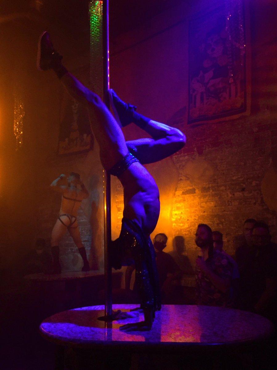 La mejor vida nocturna del mundo mundial 😌 only en #PuertoVallarta #GLFBiodiversity #GayPV https://t.co/qzZx1Bs2dU